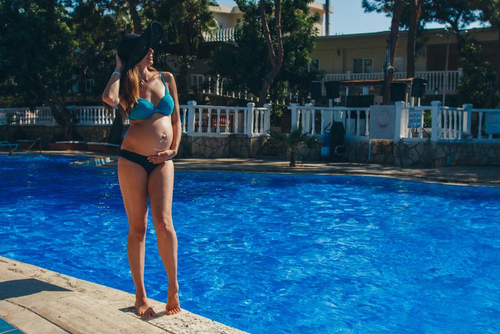 tehotenské plavky